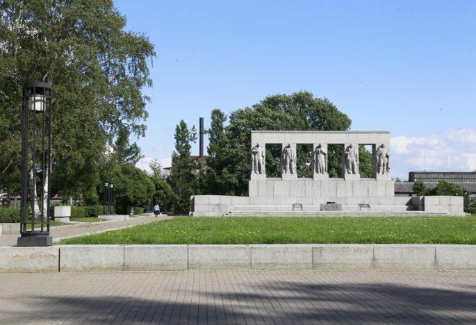 Жертвы трагедии в Баренцевом море погребены на Серафимовском кладбище
