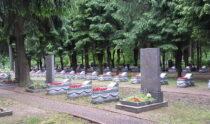 На кладбищах города продолжается установочный сезон