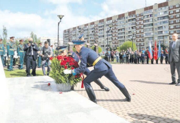 В парке Боевого Братства открыли бюсты воинов 6-й роты