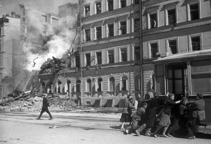 В Петербурге откроют памятник «Учителю блокадного Ленинграда»
